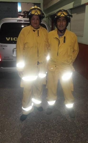 Bomberos Victoriquenses combaten el fuego en Emilio Mitre