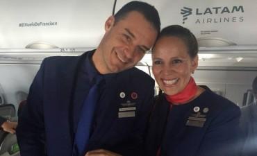 El Papa casó a una azafata y su pareja en pleno vuelo