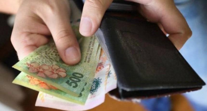 Este martes cobrarán  el bono de 12.500 pesos