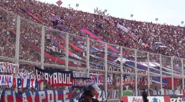 Futbol: la AFA dice que se puede putear a Macri