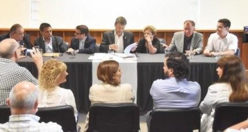 Día histórico para la Universidad de La Pampa: firmó los convenios con General Acha, Macachín, Realicó y Telén para dictar cuatro carreras universitarias en las localidades