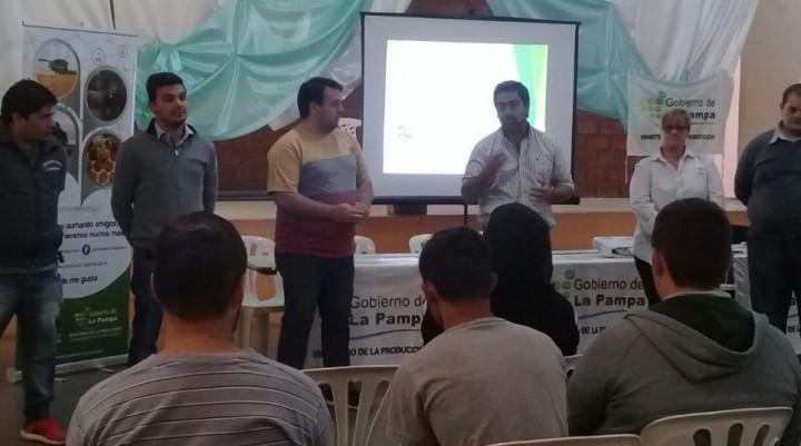 CAPACITACION SOBRE CRIA DE POLLOS CAMPEROS Y PONEDORAS