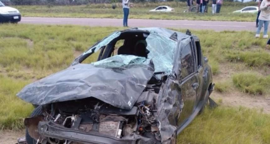 Una mujer muerta y seis heridos en un vuelco cerca de Nueva Galia