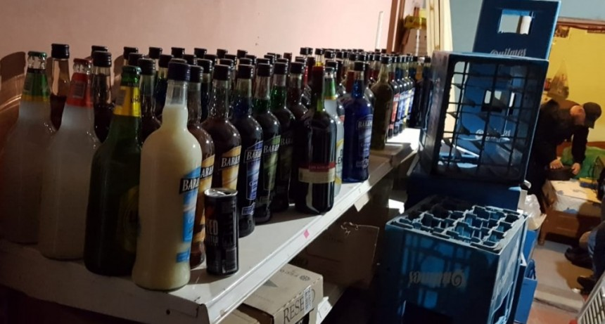 Secuestraron cocaína y una gran cantidad de bebidas alcohólicas en una casa de General Acha