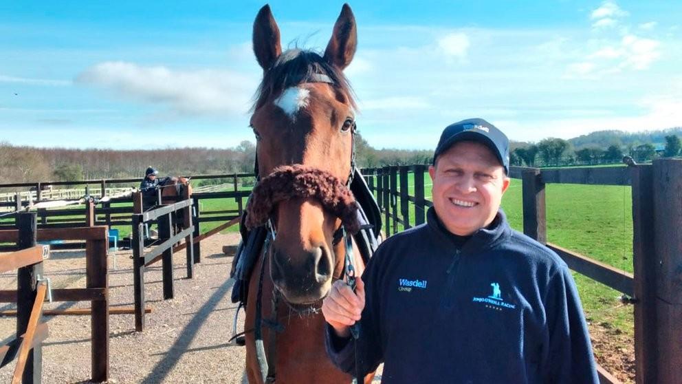 Nació en Telén, tiene éxito con los caballos británicos y extraña La Pampa