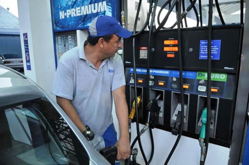 OTRO GOLPE AL BOLSILLO: ÉSTE SÁBADO AUMENTAN UN 6% LOS COMBUSTIBLES
