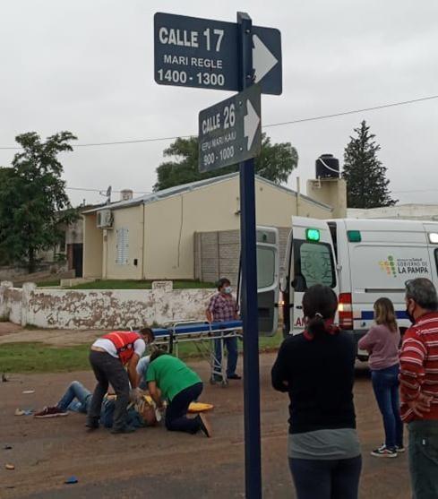 HAY UN LESIONADO EN EL CHOQUE ENTRE UNA MOTO Y CAMIONETA