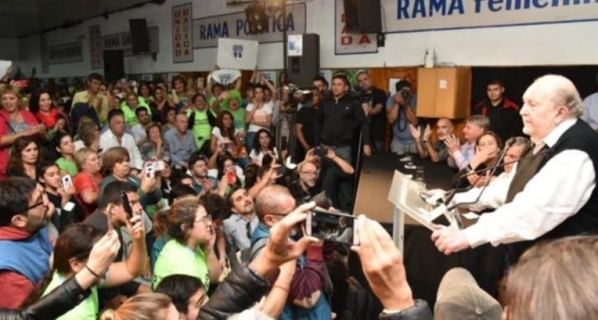 Verna revolucionó Pico, en un cierre furioso: «Cambiemos es parte de un gobierno que fracasó; niegan a Macri como Pedro a Jesús; regalenme un triunfo el domingo»