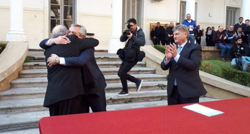 Alberto firmó con Ziliotto un acuerdo por casas, rutas, deudas y el acueducto