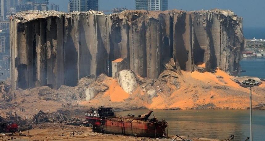 Crecen la indignación y los pedidos de cambio, mientras Líbano investiga la explosión