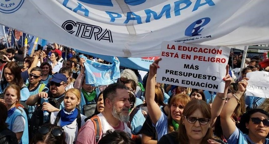 Día del Maestro en lucha: docentes pampeanos hacen jornada contra el hambre