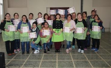 Buena Cantidad De Inscriptos En El Curso De Pasteleria en la CEVic.