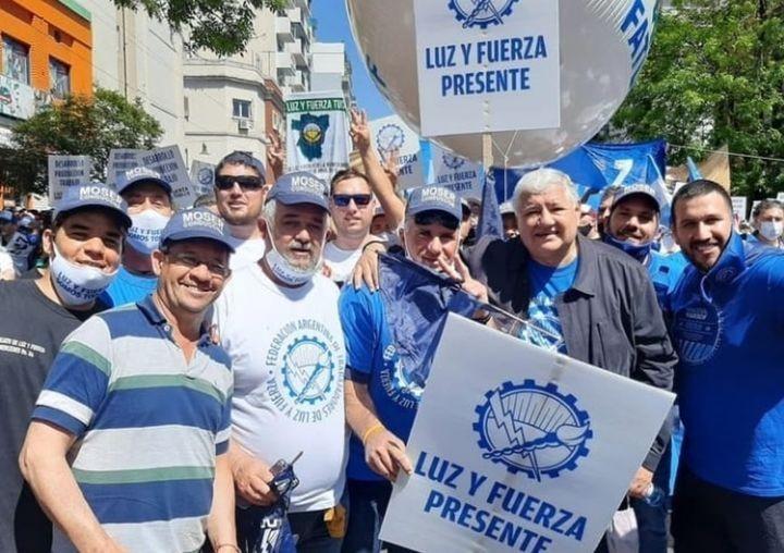 ESTUVIMOS EN PLAZA DE MAYO, DANDOLE EL APOYO AL PRESIDENTE
