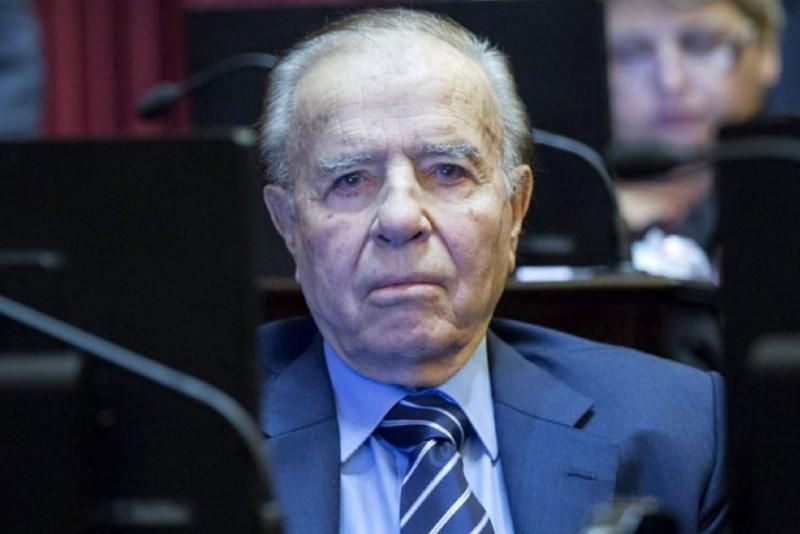 Menem asumió e izó la bandera en el Senado