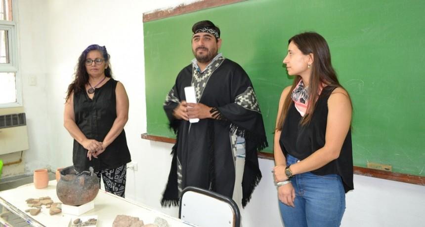 Dictan capacitación sobre cerámica indígena