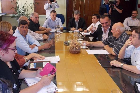 Paritarias: El gobierno mantuvo la propuesta de 6 mil pesos y modificó su pago