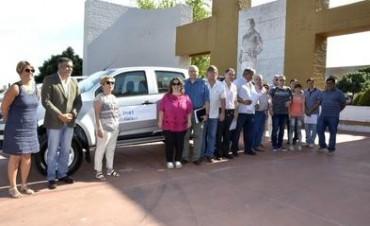 La EPA de Victorica y la EPET Telén recibieron camioneta 0km