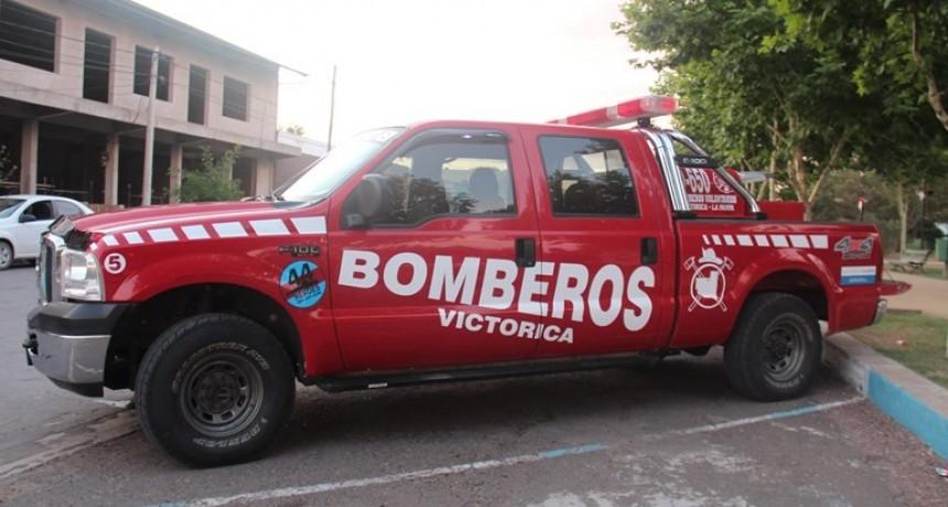 Bomberos presento vehículo 4x4 y en sus laterales recuerdan al A.R.A. San Juan